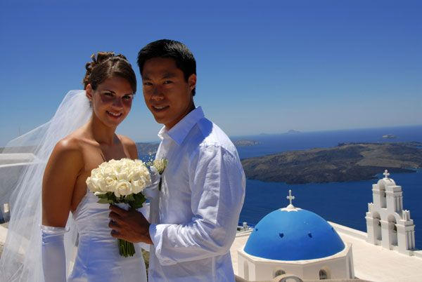 Couples from all over the world come to get married in Oia village, Santorini island, Greece. - www.oiamansion.com
