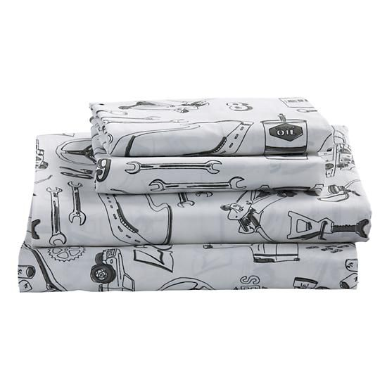 These kids sheets look so good, it's a shame they are hidden underneath the comforter.