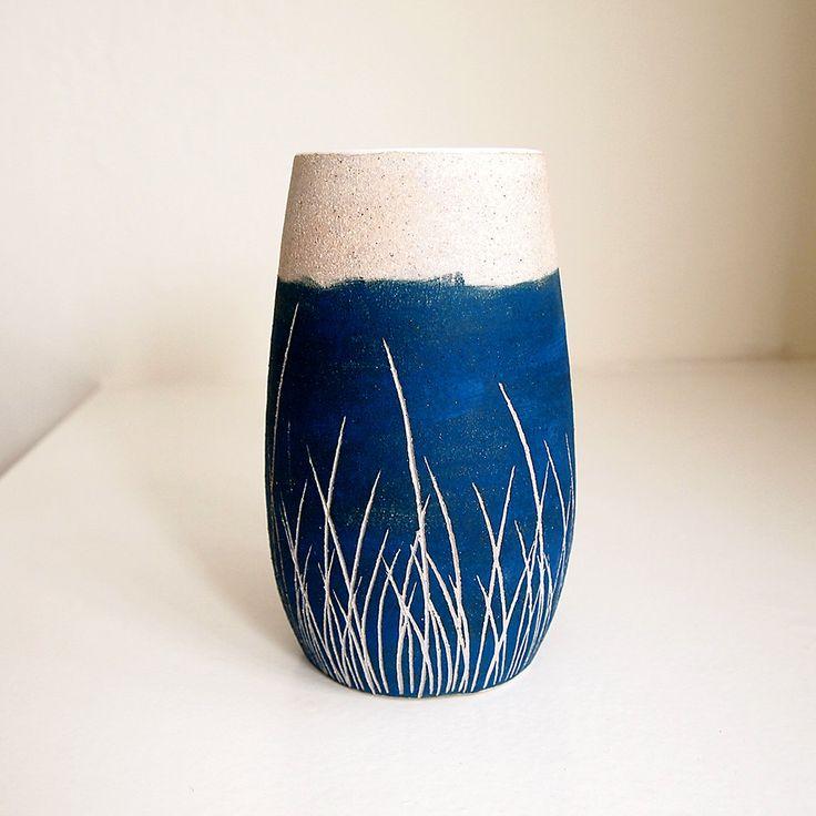 Florero de cerámica Teal Blue Grass Pod por lovebugkiko en Etsy