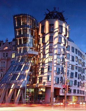TANČÍCÍ DŮM  Fasáda této stavby je provedena v našich materiálech od společnosti ISOVER.