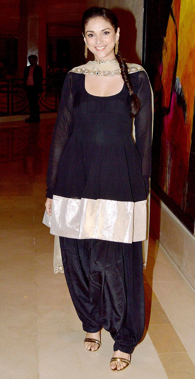 Aditi Rao Hydari in black and golden salwar-kameez at the success bash of 'Raanjhanaa' #Bollywood #Fashion