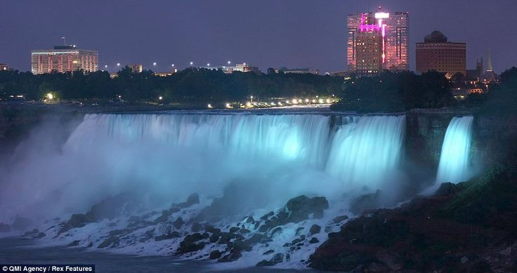 Huge effort: The waterfall, which stands on the border between Canada and the U.S., made an extraordinary sight  Read more: http://www.dailymail.co.uk/news/article-2374793/Kate-Middleton-gives-birth-Royal-baby-boy-lightning-strikes-London-Eye.html#ixzz2Zs7oUBEt  Follow us: @MailOnline on Twitter | DailyMail on Facebook