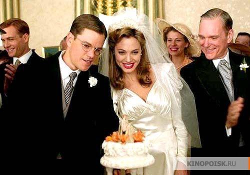 Самые красивые свадебные платья в кино: «Ложное искушение»  Анджелина Джоли в платье 40-х годов.