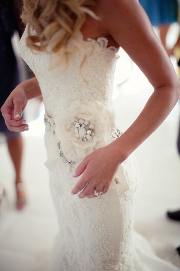 Stunning: Wedding Inspiration, Lace Wedding Gowns, Wedding Dressses, Vintage Wedding, Flowers Dresses, Bridal Dresses, Wedding Dresses, Romantic Lace, Wedding Lace
