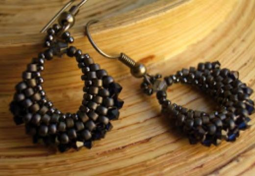 Hoops por Anna Rdz.  free pdf- tutorial in spain with lots of pictures, so you can figure out how to make it.