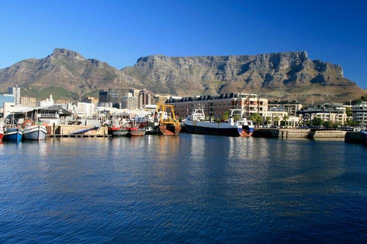 Südafrika - Der südliche Teil des Kontinents fasziniert Urlauber mit einer atemberaubenden #Vielfalt: sehenswerte Metropolen wie #Kapstadt, einsame Strände, hohe #Berge und Wüsten. Auch die unterschiedliche Kulturen und Sprachen der Einwohner machen den Reiz Südafrikas aus.