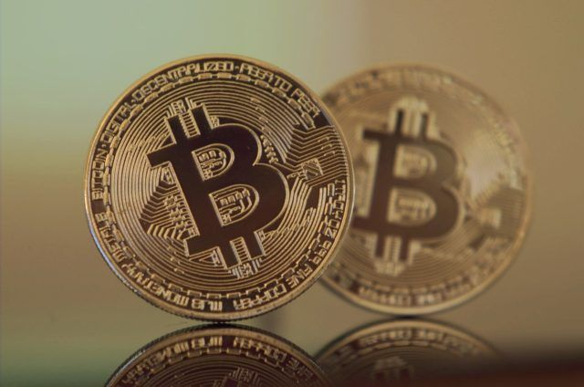 Could Cryptocurrencies Take Over The Us Dollar As World Reserve Currency Bitcoin Price Cryptocurrency Buy Bitcoin