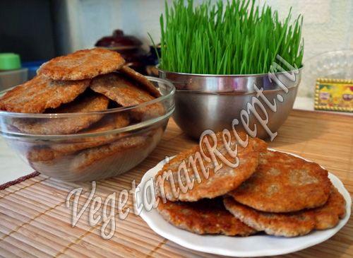 Лепешки из пророщенной пшеницы - полезные и очень вкусные. Подавайте их вместо хлеба.