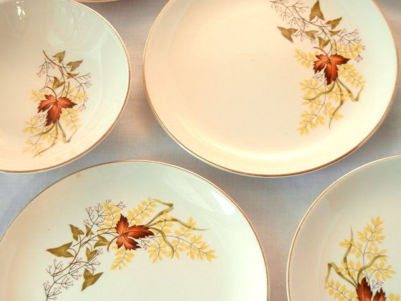 Leaf o' Gold Plates and Bowls, 7 Pieces, 50s, Ivory with Leaves and Berries and Gold Edge, Taylor Smith and Taylor