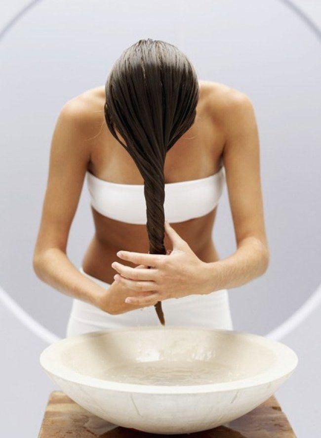 Pourquoi un henné peut faire du bien à ses cheveux ? Comment l'appliquer et autres conseils sur aufeminin
