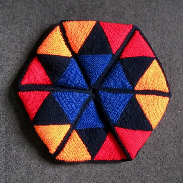 Hexaflexagon - Addictive crochet folding cushion with 6 different faces