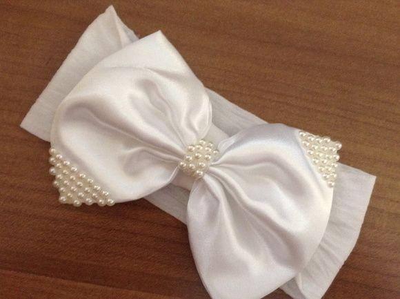 Faixa de meia laço branco com aplicação de pérolas leve e delicada , pra arrasar, no batizado, casamento ou qualquer ocasião!  ideal para bebê ou criança de 0 a 6 anos. R$ 24,90
