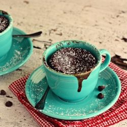 Gooey Chocolate Cake Cups for Two...in 2 minutes!  Men, mikroovn? Jeg er skeptisk...