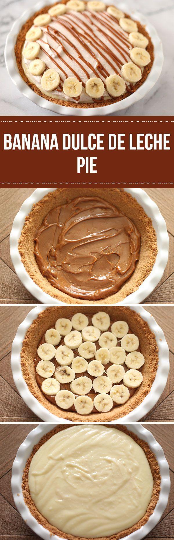 Tarta de banana, dulce de leche, pastelera y crema batida con canela y azúcar.