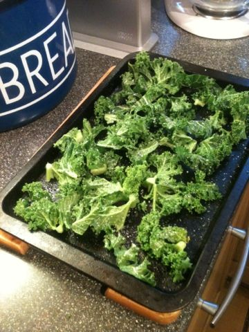 Vicki-Kitchen: Kale crisps (slimming world friendly) snack
