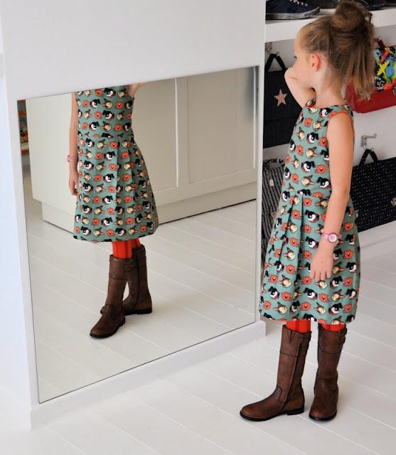 emma en mona: Een herfstig jurkje