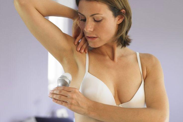 ¿Cómo deshacerse del olor corporal en las mujeres?. Si sospechas que tu cuerpo tiene mal olor, puede que tengas que cambiar tu rutina de higiene personal. Incluso si el mismo jabón y desodorante han funcionado por años, la química del cuerpo puede cambiar durante la adolescencia, el embarazo o la ...