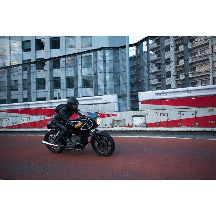 . . . . #roarsoriginal #leatherjacket #riders #leatherpants #setup #motorcycle #ride #tokyo #expressway #caferacer #cafestyle #bmw #bmwmotorrad #building #shoei #helmet