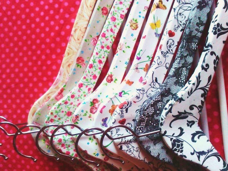 serviettage sur cintres en bois pluie de toiles decopatch pinterest serviettage. Black Bedroom Furniture Sets. Home Design Ideas