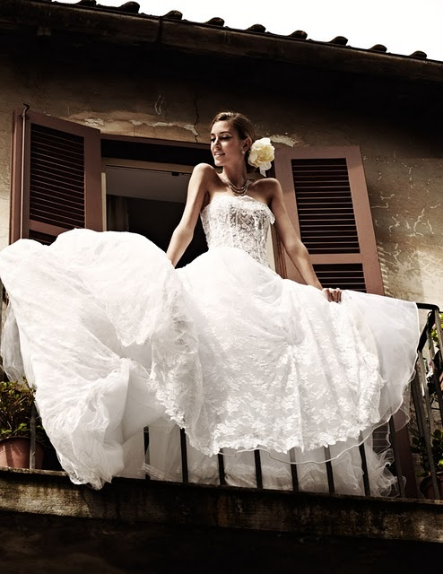 click on imgae to see a cool blog role of italian themed weddings...some of the other dresses are really pretty as well