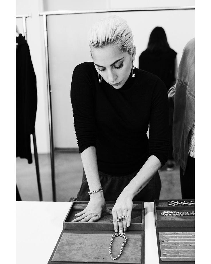 TIFFANY & Co.: Nueva colección HardWear de la mano de Lady Gaga #SantiagoElegante_Tiffany  #SantiagoElegante #ParqueArauco  #DistritodeLujo #Joyas