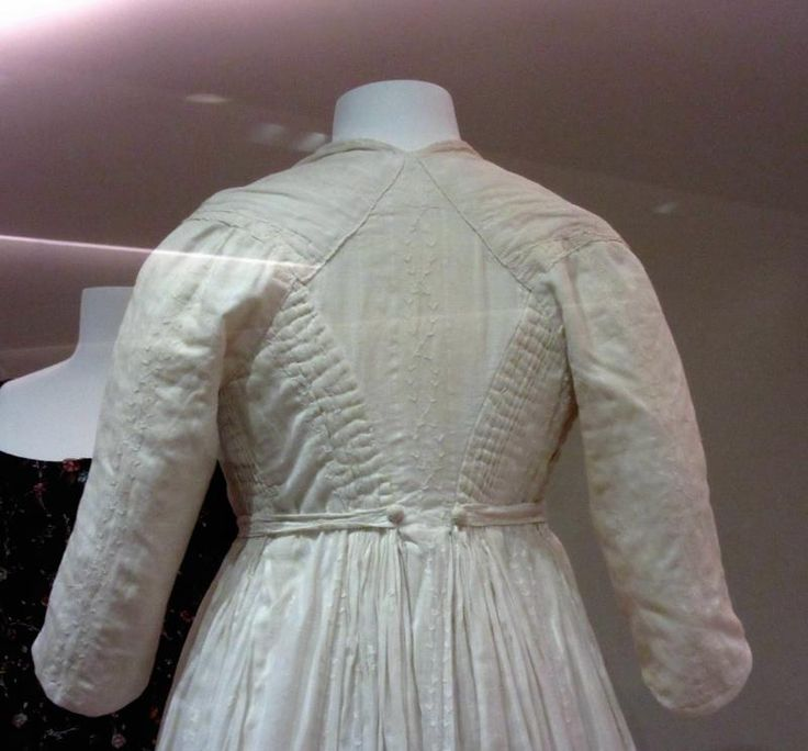 A Quick Museum Tour (With Dresses) | Sewing Empire - chemise a la reine.