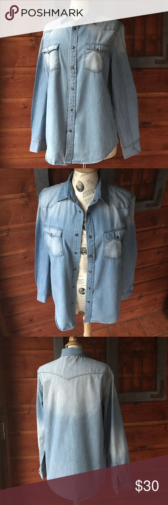 Mossimo denim shirt snap buttons size medium Mossimo light denim western cut shirt. Snap app buttons. Like new and in great condition. Size medium. Washed once and hung in the closet and never wore it.  Comes from a smoke free home and thanks for looking❤️😃😘✌️❤️ Mossimo Supply Co. Tops Button Down Shirts