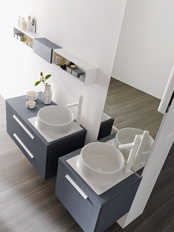 FLY 117 - Denim Blu. Lacquered L41 Bianco matt. Countertop Denim Blu. Sit-on washbasin Cup ceramic.