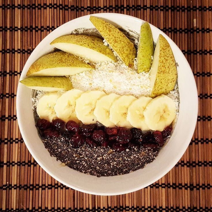 Yoghurt bowl for breakfast today. To make it a superfood breakfast I added some maca baobab spirulina acai and some cinnamon to the yoghurt and topped it all with 1/2 pear 1/2 banana coconut flakes and chia seeds…