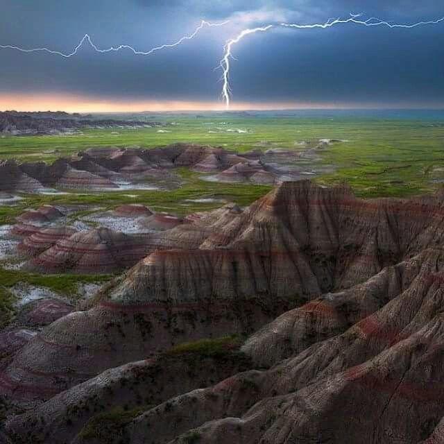 Badlands NP in South Dakota, USA. Photography by Yanbing Shi
