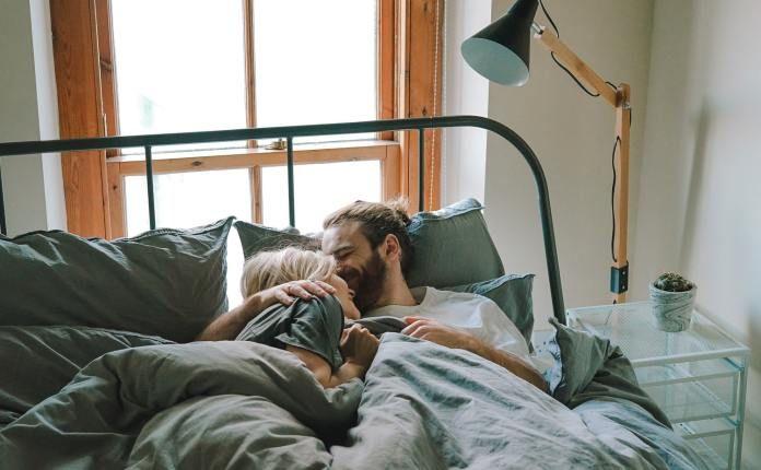 Comment Satisfaire Un Homme Au Lit Quitte La Friendzone Hommes Au Lit Relation Parfaite Lit