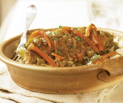 Κοτόπουλο με καρότα και κρεμμύδια στη κατσαρόλα