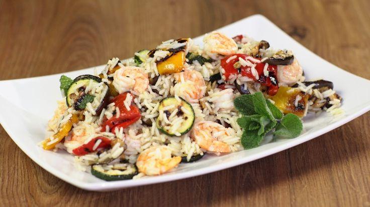 Ricetta Insalata di riso con verdure grigliate e gamberi: Un riso freddo è uno dei piatti estivi più diffusi, eppure di insalate di riso ne esistono una varietà pressoché illimitata.