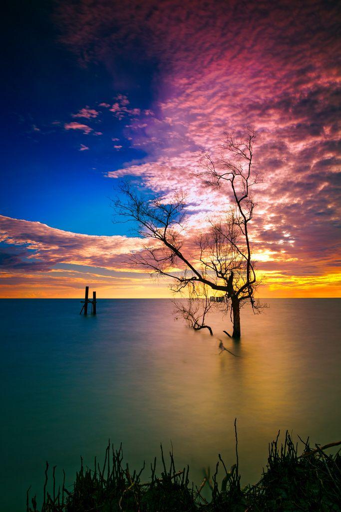 "fabulouslyfreespirited: ""… holding the sky"" by Keris Tuah"