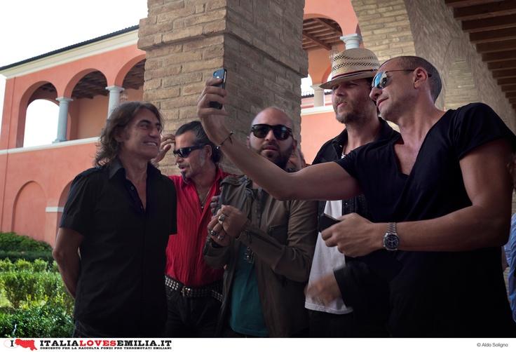 Italia Loves Emilia su http://www.youtube.com/italialovesemilia #italialovesemilia #Ligabue #Litfiba #negramaro #Jovanotti #BiagioAntonacci