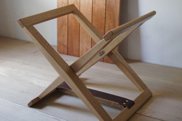 折りたたみのローテーブル第2弾です。   畳んだ状態   脚を広げて   天板を乗せるだけ   真鍮の金物は、TUAREGさん の...