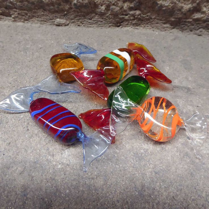 These Vintage glass candy are hanblown. They are Murano glass pieces shaped like a wrapped bon bon. Colourful and very decorative. Price is per piece. There are 5 differentcandies. Measures 7cms approx. In excellent vintagecondition.