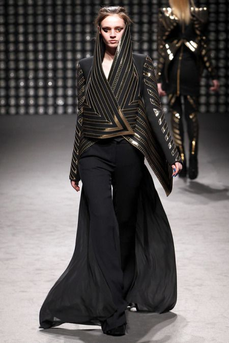 FASHION HISTORY COSTUME IN TODAY'S FASHION  Gareth Pugh, Fall 2011 collection.  inspired by the ancient egyptian headdress