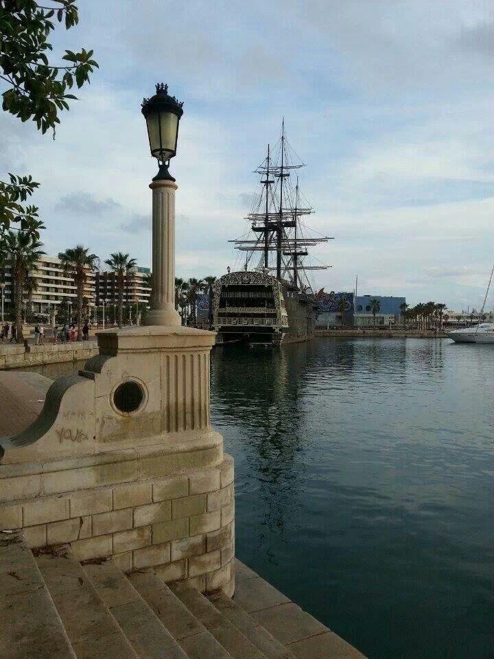 Alicante, explanada, port