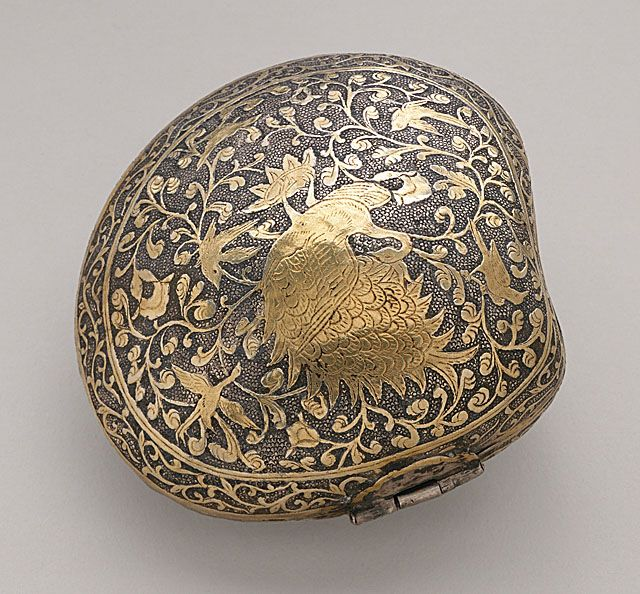 China  Cosmetic or Medicine Box in the Form of a Clamshell with Phoenix (Fenghuang), Middle Tang dynasty, about 700-800  Metalwork; silver, Hammered silver with chased and partially gilded decoration.: Medicine Boxes, Partial Gild, Gild Decoratio, Cosmetics Boxes, Gild Phoenix, China Cosmetics, Boxes Middle, Phoenix Fenghuang, Beautiful Things