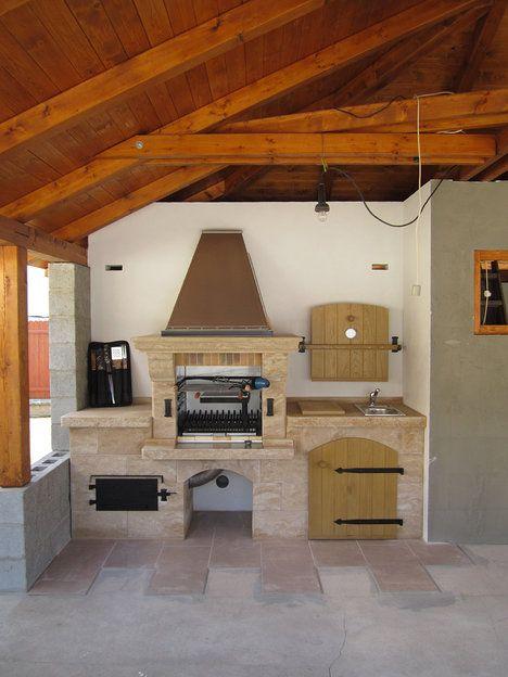 Řešení každé zahradní kuchyně by mělo být jednoduché a bezproblémové pro používání, umožňující snadnou údržbu; Krby Kozák