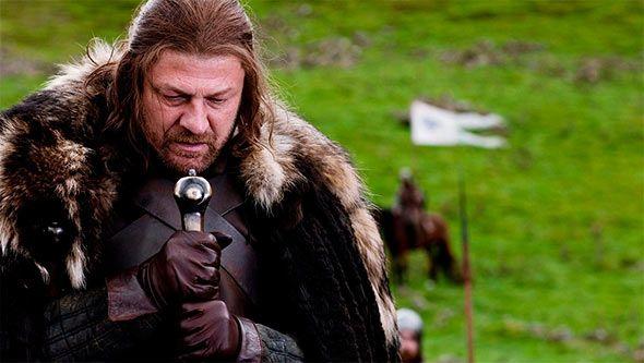 El final de la sexta temporada de Juego de Tronos sirvió para realzar todavía más la leyenda de Ned Stark, señor de Invernalia y uno de los hombres más justos de Poniente hasta que se cruzaron en su camino Cersei, Joffrey Lannister y la [...]