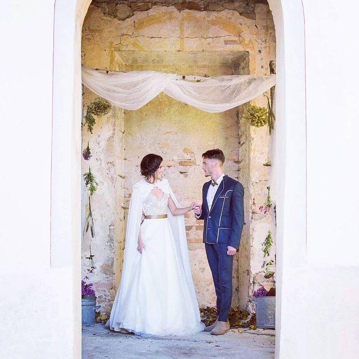 Ein vanTastisches Brautkleid vom Designerlabel Tian van Tastique mit passendem maßgefertigten Anzug für den Bräutigam #vintage #weddingdress #Brautdirndl #Hochzeitsdirndl #Brautkleid # #womenswear #bridelwear #Abendkleider #Brautdirndlkleid #Tracht #tradition  https://www.facebook.com/DivineIdylleTianvanTastique/ www.tianvantastique.com