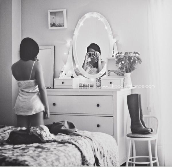 101 Extraordinary Self-Portrait Ideas to Spice Up Your Facebook Profile