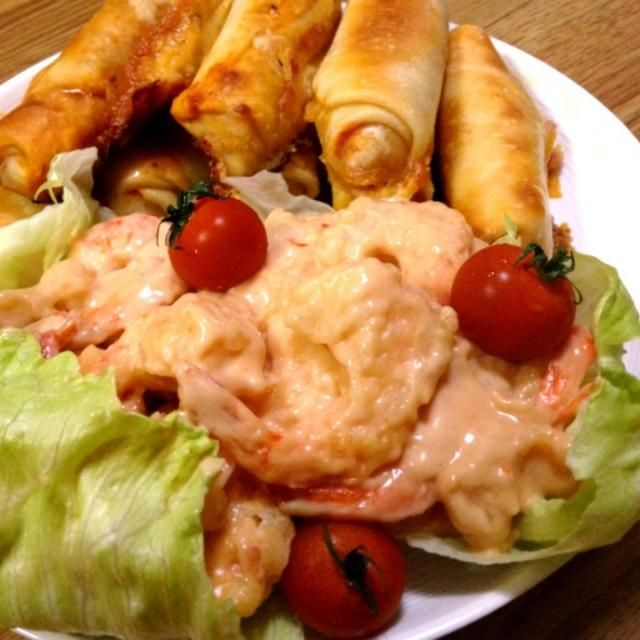 ピザロールほ中身はチーズとポークビッツとピザソース。 - 4件のもぐもぐ - 端午の節句・海老天ぷらマヨとピザロール by hirotan