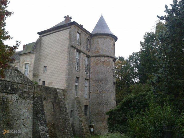 Замок Нанжи – #Франция #Иль_де_Франс (#FR_J) Замок 15 века, в замке ратуша, но рядом находится готический собор. http://ru.esosedi.org/FR/J/1000454389/zamok_nanzhi/