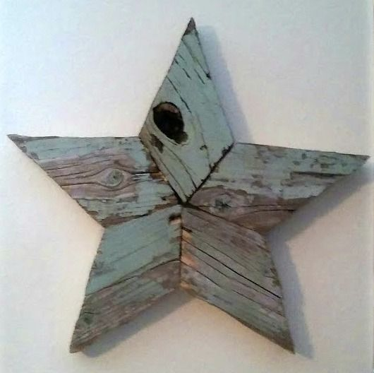 how to make rustic reclaimed wood stars  featured at Talk of the Town at www.knickoftime.net