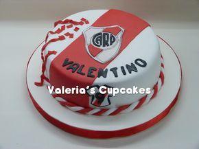 Torta de River para celebrar los 9 años de Valentino. Torta en un piso con adornos en azúcar. Todo comestible. ...