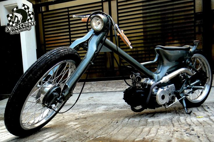 Chalopy: Prissilia Choppy - Cool low & fast chopper Cub by Bapet Demon, El Capitane of Street Demon Tangerang (Indonesia). The 97cc Astrea Grande from '95 received a full custom makeover including a seriously chopped and extended frame.