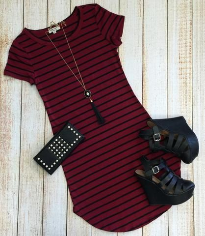 The On the Horizon Tunic Dress in Burgundy is striped, fitted, and oh so fabulous! A great basic that can be dressed up or down! Sizing: Small: Medium: Large: True to Size with a Stretchy Classy Outfits, Fall Outfits, Summer Outfits, Casual Outfits, Cute Outfits, Look Fashion, Autumn Fashion, Fashion Outfits, Womens Fashion